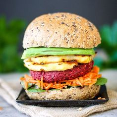 Happy Monday everyone! 💜❤️ And what could be more perfect on a Monday than to give you some inspiration for Meatless Monday with this Spiced Beetroot Burger using @lovebeetsaus ready to eat Beetroot 🍔 My love for Beetroot is real as you know, so I've decided to start the #10weekbeetrootchallenge where I'll post a new Beetroot dish every week for 10 weeks, and I'd love you to join in by making your own Beetroot dish and using the hashtag 🙌 ❤️💜 Beetroot is full of soluble fibre and…