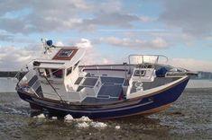 Fisher 25P (Potter, steunzeil) Deze drooggevallen Potter toont zichzelf. Het is een ideale dagboot (met overigens 2 kooien voorin). Veel veilig dek-oppervlak, soms met steunzeil uitgevoerd. Sailboat Yacht, Yacht Boat, Tug Jobs, Trawler Yacht, Yacht Interior, Cool Boats, Aluminum Boat, Boat Design, Boat Plans