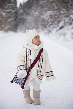 Little girl in winter Ur Beautiful, Beautiful People, Romanian Girls, City People, Photo Grouping, The Little Prince, Winter Time, Cute Kids, Kids Outfits