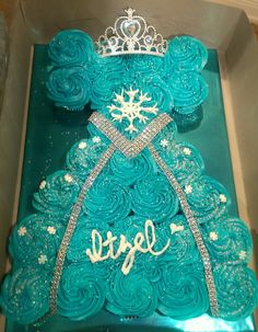 Frozen queen elsa cupcake dress, when sarah has a little girl Frozen Cupcake Cake, Pull Apart Cupcake Cake, Pull Apart Cake, Cupcake Cakes, Shoe Cakes, Frozen Sheet Cake, Dress Cupcakes, Frozen Birthday Cake, Princess Birthday