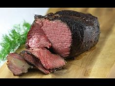 A standing rib roast is also known as prime rib. Here are some tips for buying, roasting, and carving the perfect rib roast for a small gathering for for a crowd. Beef Rib Roast, Sirloin Tip Roast, Sirloin Tips, Prime Rib Roast, Beef Ribs, Beef Tenderloin, Pot Roast, Cooking Temp For Beef, Pan Cooking