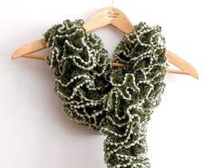 Sciarpe a maglia - sciarpa volant verde muschio con pippiolini bianc - un prodotto unico di cosediisa su DaWanda