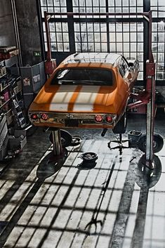 Bikes, babes, hot rods and muscle cars, this is clearly a post for Men! Garage Loft, Car Garage, Mechanic Garage, Garage Shop, Rat Rods, Maserati, Bugatti, Wallpaper Carros, Pompe A Essence