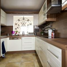 Small Kitchen Ideas - game-changing styles for little cooking areas. Discover the best ways to take advantage of a tiny kitchen area with these portable design concepts. L Shaped Kitchen, Small House Design, Beautiful Kitchens, Interior Design Living Room, Kitchen Decor, Kitchen Ideas, Kitchen Remodel, Sweet Home, Kitchen Cabinets