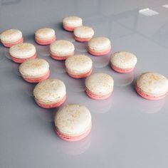 Сегодня это мои любимые макаронс нежно розовая половинка с половинкой цвета шампань и кристаллами коричневого сахара, ганаш с розой, малиной и личи #macarons #macaron #макаронс #vscocam #vsco #vscolover #vscogood