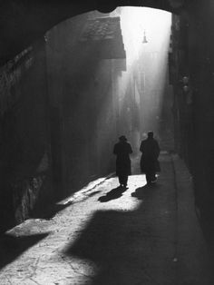 Vincenzo Balocchi - Two men walk on a typical little street in Florence, 1960