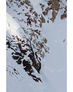 #iSpySnowboardSaturday  . . . : @travisrice : @fotomaxizoomdweebie #PeakSnowboarding #Snowboard #Snowboarding #Snowboarder #Shredding #Snow #PicOfTheDay #TravisRice #BigMountain #BackCountry