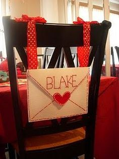 What an adorable Valentine's mailbox.