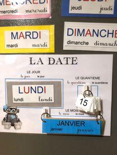 Le rituel de la date permet aux enfants de se repérer dans le temps et d'apprendre les jours de la semaine, les mois ainsi que les chiffres en s'amusant.
