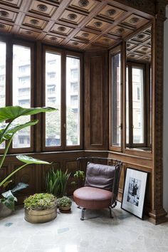 House of Adriano and Silvia, Милан, Pietro Russo Interior Architecture, Interior Design, 1930s House, Wood Interiors, Ceiling Design, Decoration, Home Furniture, House Design, Outdoor