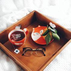 A @iamthalism descreveu em uma foto tudo que queríamos para esta segunda-feira: café da manhã na cama cheio de estilo e ammmor! :D <3  #meumoveldemadeira #decoracao #decor #homedecor #instadecor #home #instahome #house #instahouse #casa #casadecor #instacasa #interiordesign #interiordecor #bandeja #bomdia #cafedamanha #food #fox