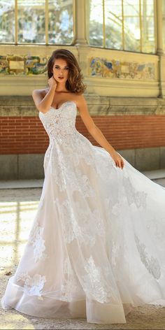 a line lace strapless sweetheart neckline with train victoria soprano 2018 wedding dresses style hanna robe dresses dresses beach dresses boho dresses lace dresses princess dresses vintage Wedding Dress Cinderella, Wedding Dresses 2018, Sweetheart Wedding Dress, Elegant Wedding Dress, Wedding Dress Styles, Bridal Dresses, Lace Wedding, Wedding Bride, Dresses Dresses