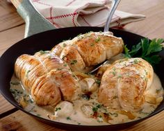 Paupiette of veal with cream and white wine, a nice little dish simmered in a . - Recettes Viandes - Your HairStyle Keto Recipes, Cooking Recipes, Healthy Recipes, Food Porn, Fish And Meat, My Best Recipe, Best Dishes, French Food, Food Inspiration