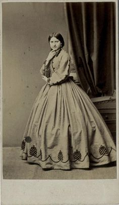 CDV Young Woman Wearing A Hooped Dress by Eastham of Manchester Dated 1864 Antique Photos, Vintage Pictures, Old Photos, Victorian Women, Victorian Fashion, Vintage Fashion, Civil War Fashion, Civil War Dress, Victorian Costume
