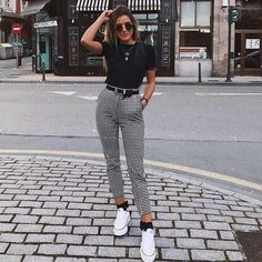 Karierte Hose / Skinny Pants / Weiß All Star / Day Look / Street Style / . - Karierte Hose / Skinny Pants / Weiß All Star / Day Look / Street Style / … Quelle von peanutgirl - Teen Fashion Outfits, Mode Outfits, Look Fashion, Womens Fashion, Fashion Trends, Fashion Ideas, Skinny Fashion, Plaid Fashion, Fashion Fall