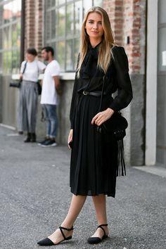 Si te has quedado sin imaginación para vestirte a la hora de ir a trabajar, asegúrate de tener en tu clóset estas 10 prendas tan versátiles, que sin duda te sacarán de apuros.