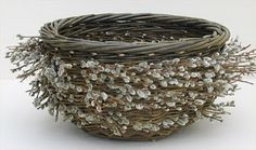 green catkin bowl by joe hogan Willow Weaving, Basket Weaving, Contemporary Baskets, Making Baskets, Brindille, Pine Needle Baskets, Woven Baskets, Irish Traditions, Sticks And Stones
