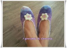 Pantofole semplicissime a uncinetto | I gomitoli di Camilla Camilla, Dou Dou, Crochet Slippers, Easy Crochet, Leg Warmers, Hair Pins, Knitwear, Stockings, Booty