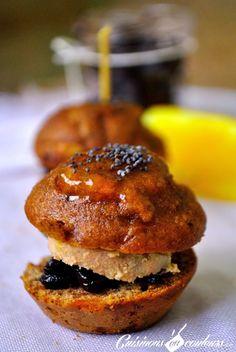 Minis burgers de pain d'épices au foie gras et confit d'oignons à la crème de cassis