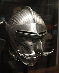 Casco de armadura antigua