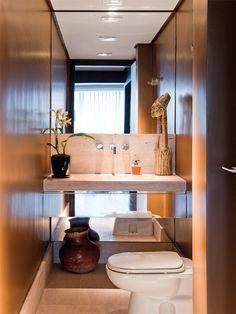 Caprichar na decoração do lavabo é um sinal de hospitalidade – o banheiro que é preparado para as visitas deve ser acolhedor, mesmo com pouca metragem.