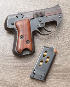 Semmerling unusual manual (not auto) pocket pistol in ACP. To operate, pull the slide forward to eject/feed a cartridge and slide back to cock. No safety, watch your fingers! For serious backup purposes only. Weapons Guns, Guns And Ammo, Armas Ninja, Pocket Pistol, Magazin Design, Submachine Gun, Fire Powers, Cool Guns, Shotgun