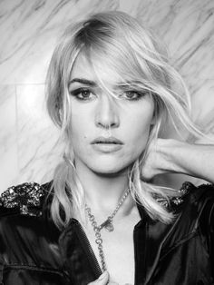 Kate Winslet black and white portrait Kate Winslet, Pretty People, Beautiful People, Hollywood, Celebrity Portraits, Celebrity Photos, Catherine Deneuve, Classic Beauty, Belle Photo
