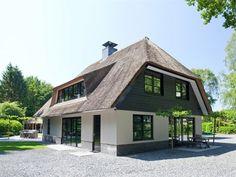 Wijtgraaf 40, HIERDEN - TE KOOP - Residence Garden Architecture, Beautiful Architecture, Architecture Design, Build Your Own House, Build Your Dream Home, Dream House Exterior, Dream House Plans, Villa Aqua, Roof Styles