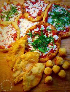Pizza fritta un'altra ricetta tradizionale napoletana,nata dalla loro creativitá nei vicoli napoletani appunto.La pizza fritta nasce nel dopoguerra dove anche la classica pizza era un lusso,detta la pizza dei poveri