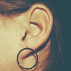 Open circle silver Deze hippeopen circle oorbellen zijn in zilver uitgevoerd en staan horizontaal op het oor. Dit model is iets groter dan de overige oorbellen maar zijn heel geschikt om dagelijks te dragen. Kom shoppen bij mumandmore.nl