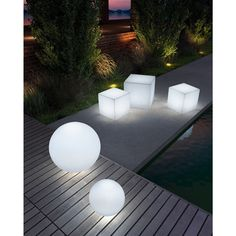This remote controlled stool changes colors with its integrated LED light. This indoor/outdoor stool illuminates in red, green, blue, yellow, purple and pink.