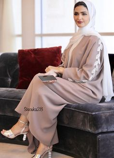 Do you prefer coloured or black Abayas! The abaya is by 😍 Islamic Fashion, Muslim Fashion, Modest Fashion, Fashion Dresses, Style Fashion, Abaya Designs, Hijab Fashion Inspiration, Mode Inspiration, Fashion Trends