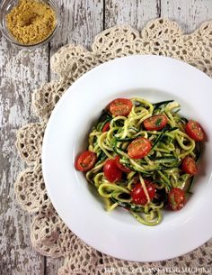 Zucchini, Tomato & Basil Pasta Salad // add protein to make it a meal #lowcarb #fresh
