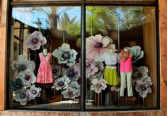 anthropologie store window with lovely natural dyed paper flowers. Visual Merchandising Displays, Visual Display, Display Design, Store Design, Display Ideas, Fashion Merchandising, Shop Window Displays, Store Displays, Display Windows
