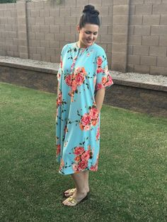Free women's sewing pattern: Make this dress as a nightgown, lounge dress or just a quick outfit for any day of the week. This sewing pattern is a great, beginner friendly project for stretchy, comfortable knit fabrics. Also includes an optional placket to make it nursing friendly! #dressesmakingprojects