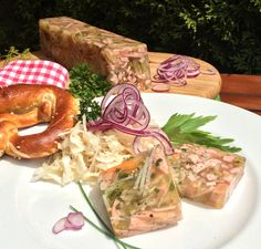 In summer, sausage salad goes well with vespers. A change here is a . Party Finger Foods, Appetizer Dips, Brunch, Food And Drink, Low Carb, Buffet, Yummy Food, Snacks, Cooking