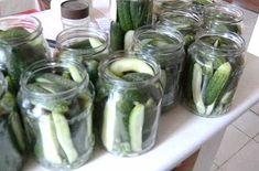Egy kanál cukor: Csemege uborka hideg vízzel eltéve Pickles, Cucumber, Mason Jars, Cukor, Food, Recipe, Essen, Mason Jar, Recipes