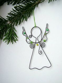 anjelik je vyrobený z čierneho drôtu (môžem vyrobiť aj zo strieborného )… Wire Ornaments, Angel Ornaments, Christmas Crafts, Christmas Decorations, Christmas Ornaments, Christmas Jewelry, Wire Wrapped Jewelry, Wire Jewelry, Beaded Angels