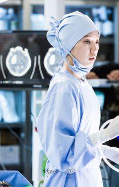 why so pretty dear shin hye? Lee Sung Kyung Doctors, Doctors Korean Drama, Female Surgeon, Queen Wedding Dress, Nurse Aesthetic, Medical Photography, Romantic Doctor, Medical Wallpaper, Surgeon Doctor