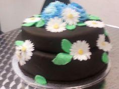 2 tier daisy and chrysanthemum cake Chrysanthemum, Daisy, Birthday Cake, Cakes, Desserts, Food, Tailgate Desserts, Birthday Cakes, Meal