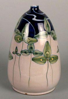 Ceramics by Galileo Chini, from Renaissance to Art Nouveau Clay Vase, Ceramic Vase, Ceramic Pottery, Pottery Art, Rookwood Pottery, Roseville Pottery, Ceramic Artists, Ceramic Painting, Mosaic Glass