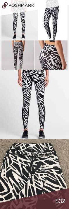 Nike Palm Epic Lux Womens Printed Running Tights Wore these once. Great condition. Fun print. Great for gym or running outside. Nike Pants