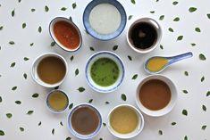 Molho para salada: veja 10 receitas que saem da mesmice e são simples de fazer. Tem molho com limão, mostarda, estilo vinagrete, com anchova, etc.