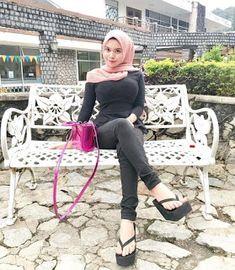 Jilboobs Muslim Fashion, Hijab Fashion, Fashion Outfits, Womens Fashion, Casual Hijab Outfit, Hijab Chic, Ootd Hijab, Video Hijab, Beautiful Hijab Girl