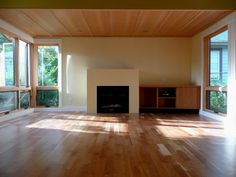 wood windows and doors w/ white trim Doors And Floors, Windows And Doors, Ceiling Windows, Modern Windows, Empty Room, House Inside, Fireplace Mantels, Ceiling Design, Wood Paneling