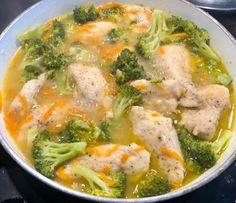 Fileciki z kurczaka w sosie serowo-brokulowym - Blog z apetytem Cooking Recipes, Healthy Recipes, Dinner Tonight, Thai Red Curry, Broccoli, Dinner Recipes, Food And Drink, Chicken, Vegetables