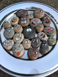 Picture result for painted stones workshop adults Picture result for painted stone . Rock Painting Patterns, Rock Painting Ideas Easy, Rock Painting Designs, Painted Rocks Craft, Hand Painted Rocks, Painted Stones, Stone Pictures Pebble Art, Stone Art, Pet Rocks