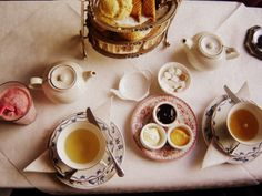 (via johnsteinbeck-)  (afternoon tea for lunch by Le Portillon on Flickr)