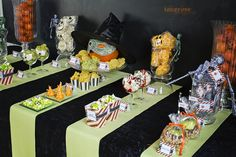 halloween søtsaker dessertbord KL5A5935 Halloween Sweets, Free Printables, Templates, Desserts, Food, Creative, Tailgate Desserts, Stencils, Deserts