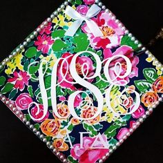 Cute graduation cap! Just without the sorority letters because I'm not in one :b